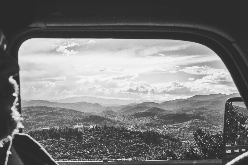 Mindshift Day 267  'There's so much grey to every story - nothing is so black and white.' -Lisa Ling  #mindshift #day267 #blackandwhite #quotestoliveby #outthewindow #landscape #oregon